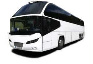 weißer moderner Reisebus mit getönten Scheiben Busvermietung Gruppenreise