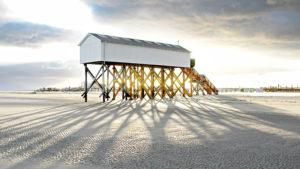 Haus auf Pfählen am Strand von Sankt Peter Ording