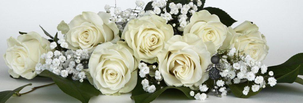 festlicher Blumenstrauß weiße Rosen