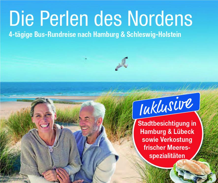 Deutschland Busreise Nordsee Strand Düne Älteres Paar lächelnd