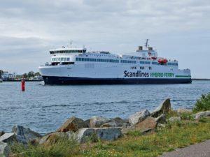 Skandinavien weißes Schiff Fähre Scandlines auf Ostsee Wasser