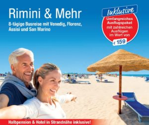 Busreise trendtours Rimini Strand Meer Älteres Paar lächelnd