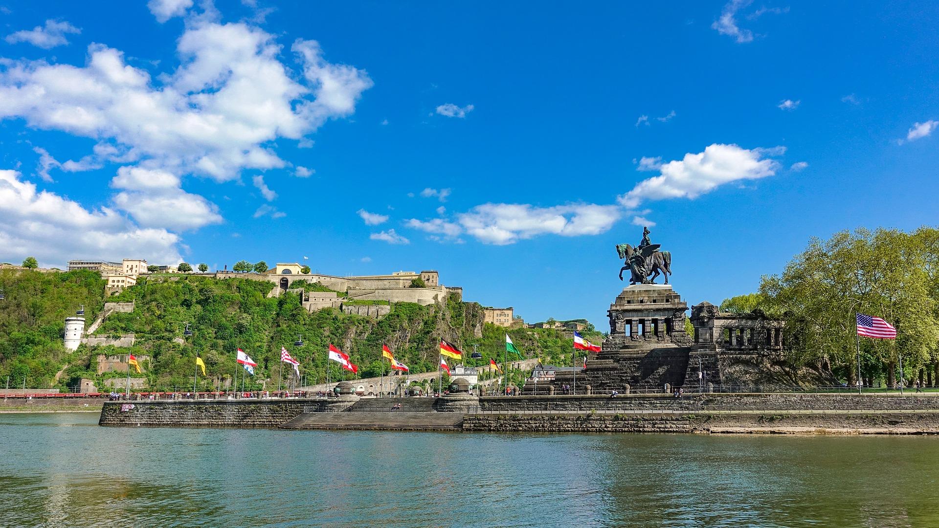 Busreise Koblenz Deutsches Eck mit Mosel Rhein und Burg