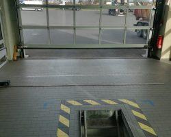 Halle für die Sicherheitsüberprüfung von Bussen
