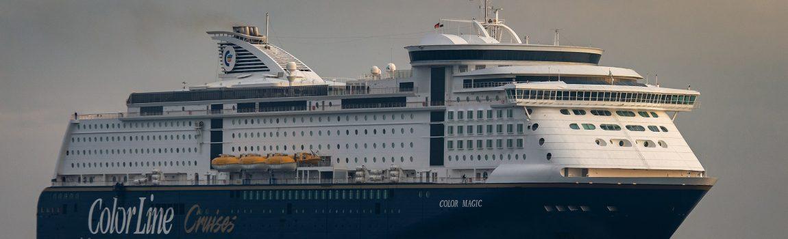 Skandinavien Nordeuropa Schiffsreise Color-Line blau weiße Fähre auf der Ostsee