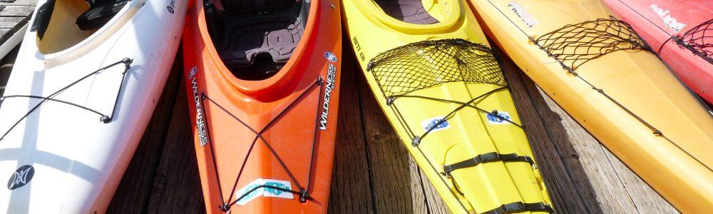 Firmenreise Incentives verschiedenfarbige Kayaks